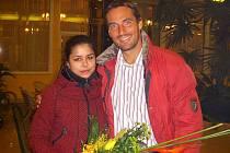 S olympijským vítězem v desetiboji pózuje juniorka roku Gabriela Horáková.