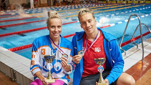 Kraulovou dvoustovku v trutnovském bazénu ovládli domácí Martina Elhenická a pardubický Jan Čejka.