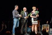 Slavnostní Milan Luštinec s firmou Galus Industries dostal cenu v kategorii Nejlepší výrobci a řemeslníci.podnikatelských cen Trutnovský drak.