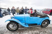 Veteran Car Club Dvůr Králové nad Labem pořádal v sobotu Tříkrálovou jízdu.