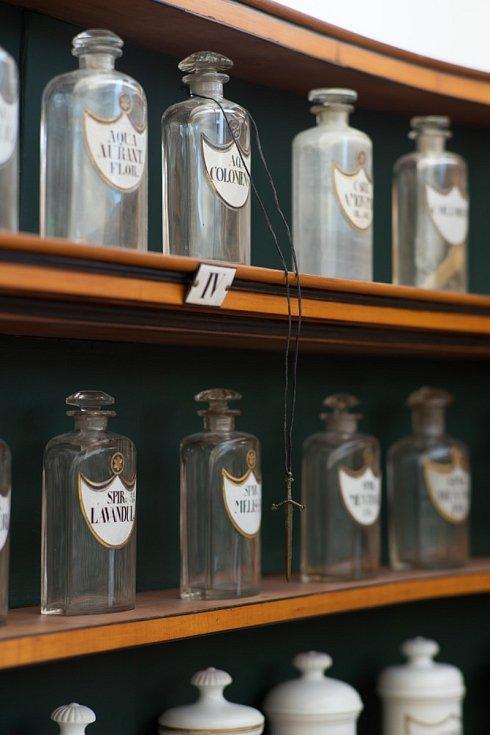 Výstava Intervence č. 17 ve farmaceutickém muzeu na Kuksu.