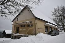 Budova bývalých potravin ve Strážném se promění v dům pro seniory.