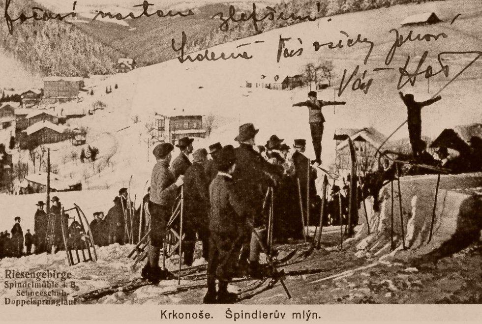 Dvojskok na lyžích v roce 1925.