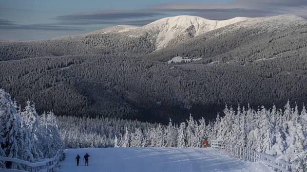 Pohled na zasněžené Krkonoše. Ilustrační foto.