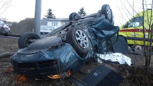 Čelní střet vozidel zastavil provoz
