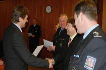 Trutnovští policisté převzali medaile a ocenění za věrnost a zásluhy o bezpečnost.