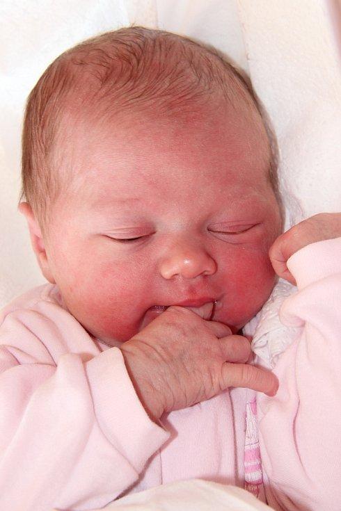 ANEŽKA ŠAFÁŘOVÁ se narodila 18. dubna v 18.46 hodin Ivetě a Jakubovi. Vážila 3,48 kg a měřila 51 cm. Doma v Radvanicích už čekají také sourozenci Leoš a Barbora.