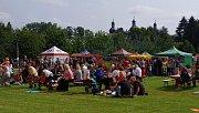 Benefiční food festival v klášterní zahradě.