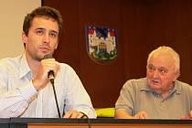 Ředitel Trutnovského sanatoria Lukáš Knapp  ze společnosti Ambeat Health Care se stal hostem Klubu seniorů. Ti ho vyzpovídali ohledně chystané rekonstrukce penzionu Úsvit a budoucnosti sociální a zdravotnické péče o staré občany ve městě.