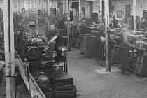 Nuceně nasazení při práci v sesterské továrně Junkers ve Dvoře Králové, 1943-5 (SOA Zámrsk)
