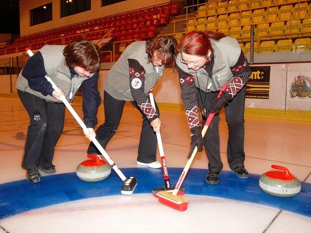 BRONZOVOU PŘÍČKU si letos v I. lize vybojovaly hráčky 1. Krkonošského curlingového klubu Trutnov.