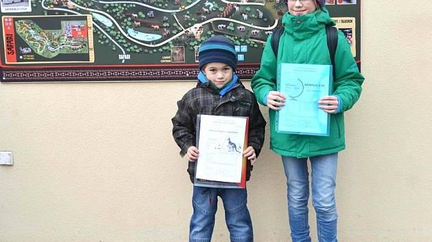 Do ZOO mířily děti s vysvědčením v ruce