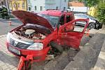 Nedání přednosti, škoda téměř půl milionu a řidič bez řidičského oprávnění...
