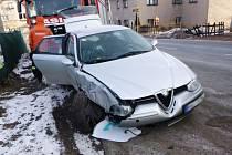 Víkendové nehody si vyžádaly poškození aut, zranění ne