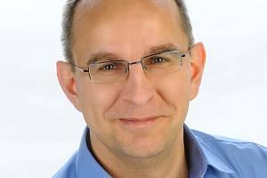 Zdravotnický holding Královéhradeckého kraje má od 1. ledna nového předsedu představenstva, Miroslav Procházka se přesunul do pozice člena představenstva a bude se věnovat řízení trutnovské nemocnice.