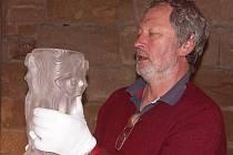 """Křišťálová váza """"Vision of Liwe"""" z ateliéru bratří Hennových, potomků turnovského rodu Postlerových. ."""