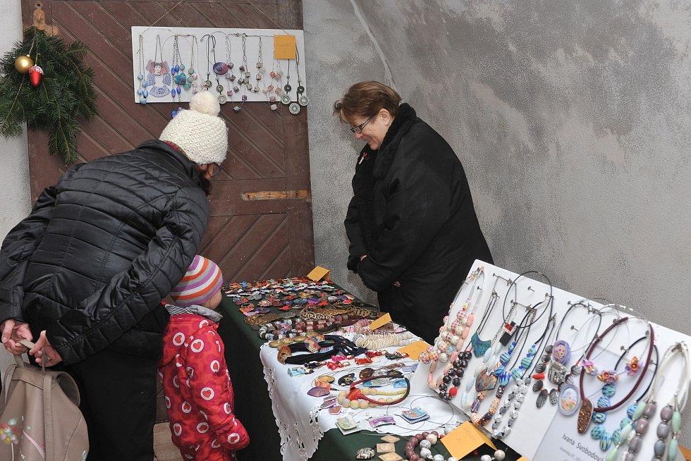 Adventní jarmark se konal v Ratajích nad Sázavou.