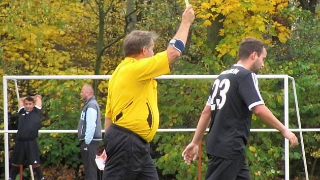 Deváté kolo fotbalového okresního přeboru: TJ Sokol Červené Janovice - TJ Sokol Malín 2:6 (1:2).