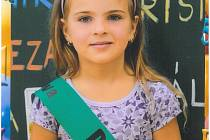 NELA VETEŠNÍKOVÁ je žákyní ZŠ Masarykova v Čáslavi. Má ráda  koně. Je kamarádská Ve škole má nejraději matematiku a výtvarnou výchovu.