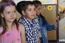 Vysvědčení si převzali také žáci na Základní škole Kamenná stezka