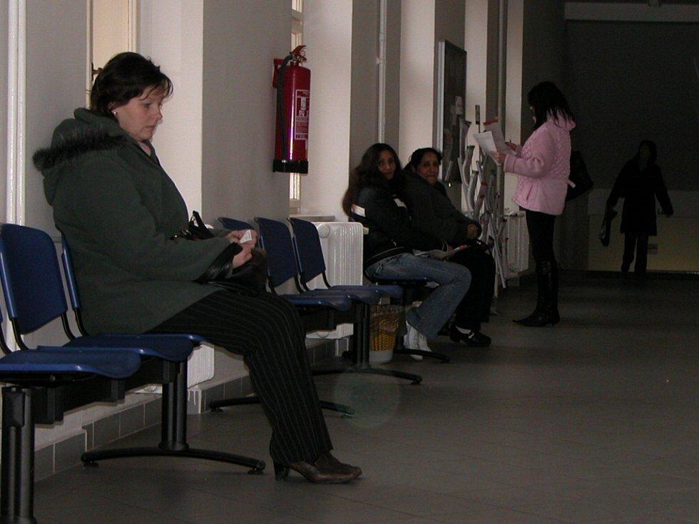Na odděleních státní sociální podpory museli řadu žádostí o přídavky na děti odmítnout.