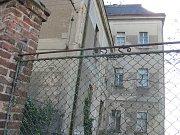 Budova bývalé základní školy v Malíně.