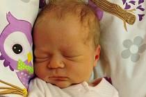 Klárka Charousová se poprvé na svět podívala 14. října 2020 ve 12. 16 hodin v čáslavské porodnici. Vážila 3600 gramů a měřila 51 centimetrů. Domů do Žehušic si ji odvezli maminka Andrea, tatínek Petr a bráška Péťa.