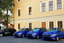 Nová flotila vozidel Oblastní charity v Kutné Hoře.