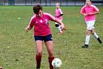 Fotbalový přátelský zápas mladších žáků: Červené Janovice - Čáslav dívky 1:6 (1:3).