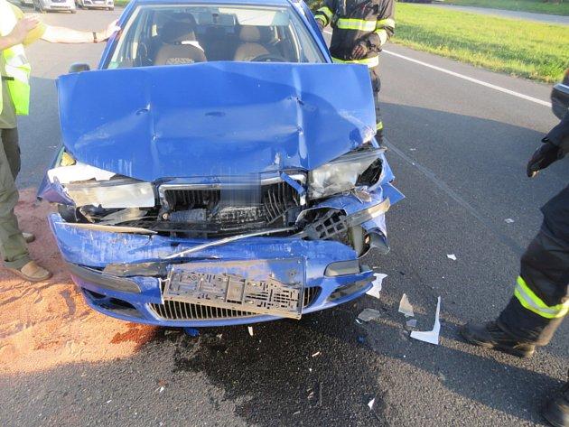 Řidič včas nezareagoval a způsobil nehodu. Poté nadýchal 1,95 promile.