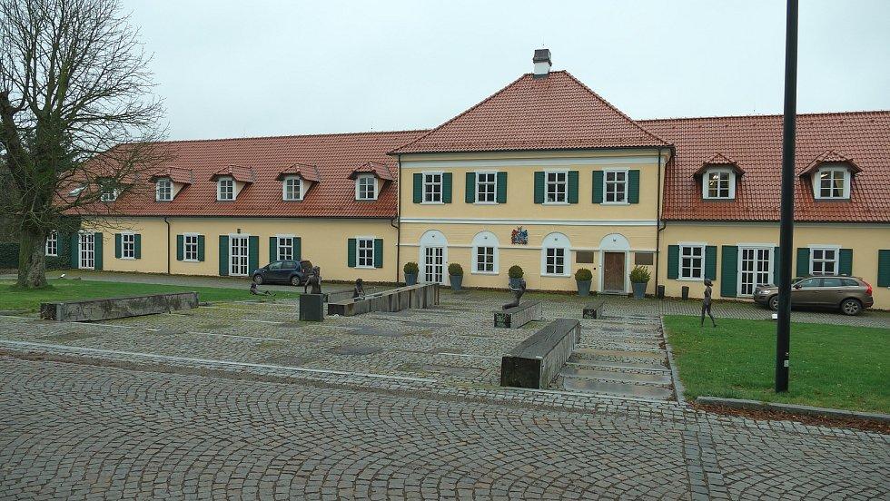 Areál poplužního dvora v Ostrově u Bohdanče.