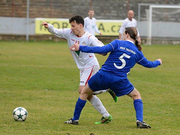 Utkání fotbalové Divize C mezi Kutnou Horou a Trutnovem skončilo vítězstvím hostů 3:0.
