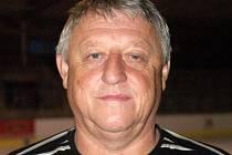 Trenér Sršňů Milan Kraučuk.