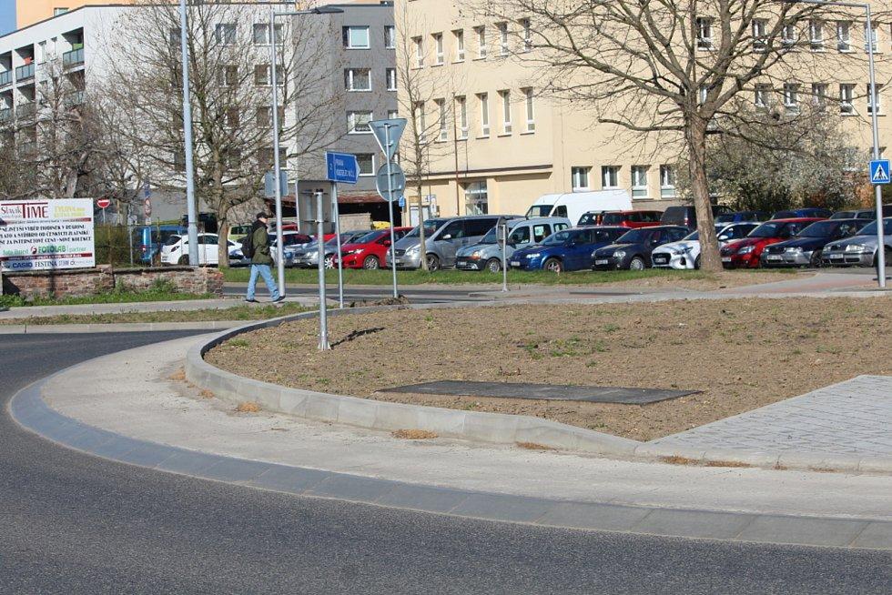 Kruhový objezd na křížení ulic Benešova a Masarykova v Kutné Hoře.