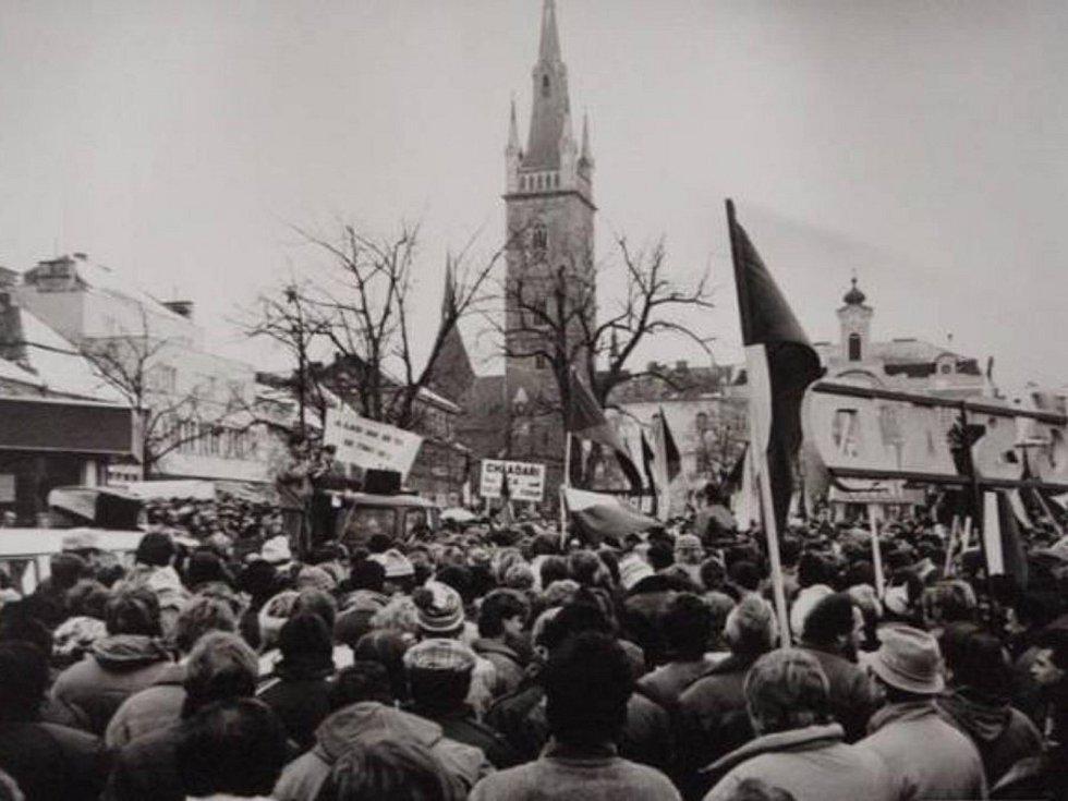 Jedna z demonstrací v rámci sametové revoluce v roce 1989 v Čáslavi.