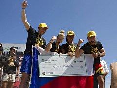 Tomáš Tvrdík bojoval v přřekážkovém závodě na Sardinii. Michal Pavlík a Martina Fabiánová kousek od Londýna.