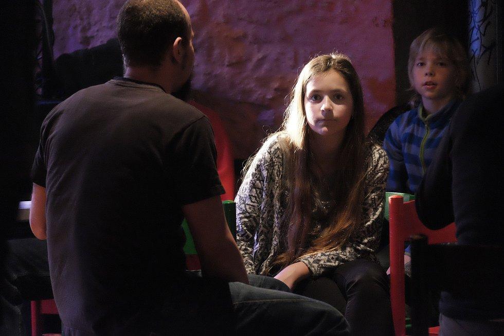 Promítáním australského filmu Tibet volá po svobodě a koncertem domácích kapel Ahoj Moře a Tryioda odstartoval další ročník festivalu ProTibet.
