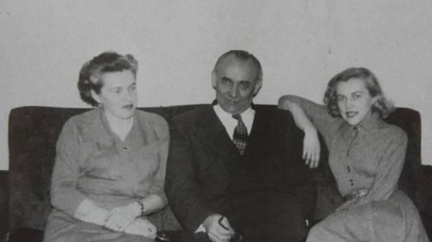 Manželé Moravcovi s dcerou Táňou ve Washingtonu v roce 1949.