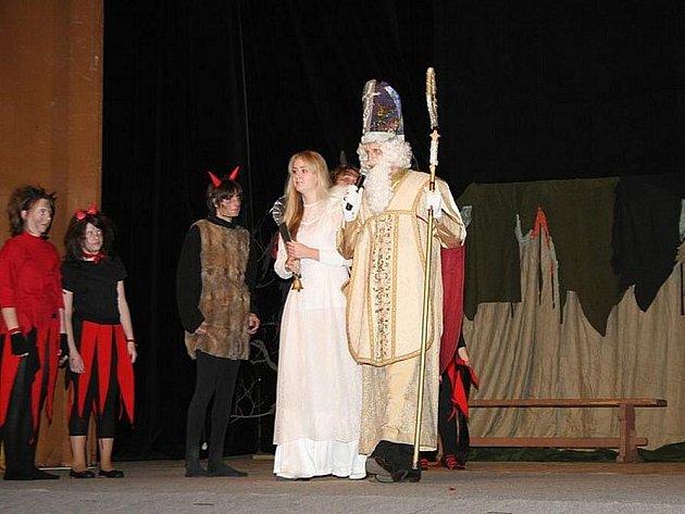 Mikulášská nadílka v Tylově divadle.