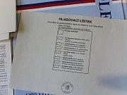 Volební místnost v Chedrbí.