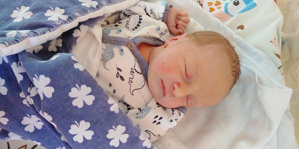 Tadeáš Rozsypal se narodil 24. března 2021 v 9. 43 hodin v Čáslavi. Vážil 3500 gramů a měřil 47 centimetrů. Doma v Čáslavi se z něj těší maminka Irena, tatínek Ivo a patnáctiletá sestřička Nela.