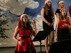 Charitativní koncert na gymnáziu podpořil Zdravotní klauny