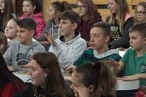 Zábavná show s bubny v tělocvičně Základní školy T. G. Masaryka v Kutné Hoře.