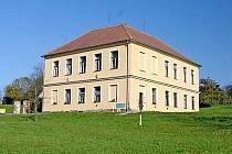 Bývalá budova školy ve Starkoči