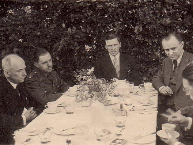 Setkání Františka Moravce sprezidentem Edvardem Benešem.