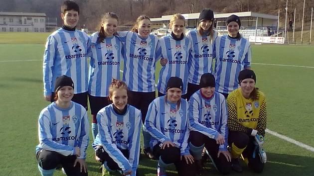 Čáslavské fotbalistky před startem zimní přípravy 2013.