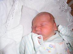Denis Čácha se narodil 10. září v Čáslavi. Vážil 3000 gramů a měřil 49 centimetrů. Doma v Golčově Jeníkově ho přivítali maminka Markéta, tatínek Jirka a sourozenci Kamil, Petr a Natálka.