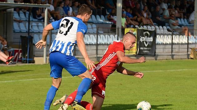 Ve 4. kole Fortuna Divize porazila Čáslav na domácím hřišti Dvůr Králové nad Labem 3:0.