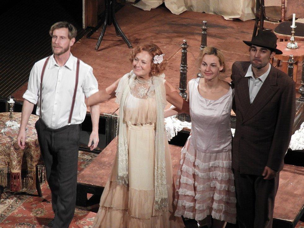 Čáslavské diváky potěšila Simona Stašová ve hře Skleněný zvěřinec.