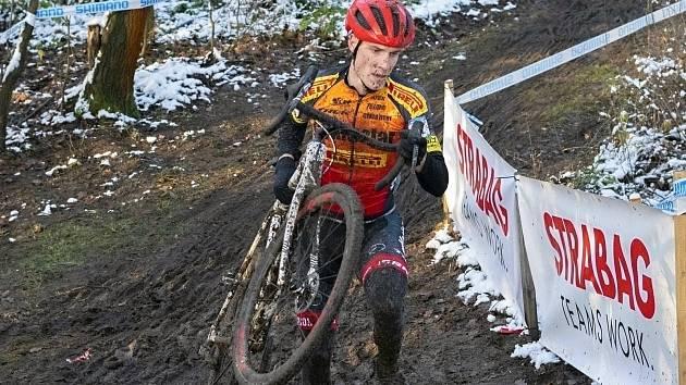 Kutnohorák Josef Jelínek dokončil cyklokrosové MČR v Jabkenicích na třetím místě.